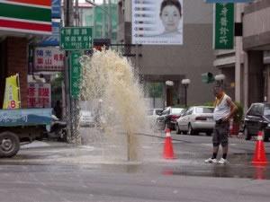 Las aguas residuales y las aguas desechadas por las industrias conforman las aguas negras.