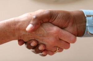 Los contratos formalizan un convenio entre dos partes, (personas o instituciones).