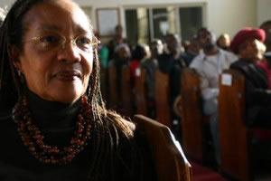 Señora en una organización religiosa