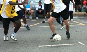 El fútbol es un tipo de deporte en equipo