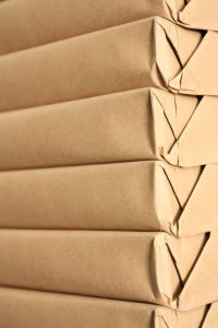 7 paquetes envueltos con hojas de papel