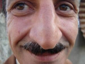 Señor nariz enorme