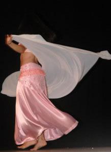 La danza existe en todas las culturas (en la foto danza Árabe).