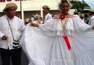 En las danzas se plasman expresiones culturales propias de una región