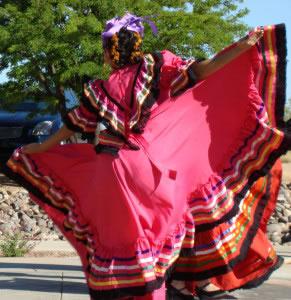 En la actualidad muchas danzas tradicionales siguen ejecutándose, a la par que las nuevas vertientes dancísticas.