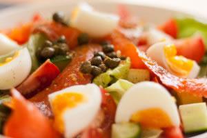 La ensalada es un ejemplo de mezcla simple heterogénea, en ella se pueden diferenciar fácilmente sus componentes.