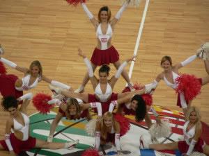 La gimnasia acrobática es usual entre las porristas