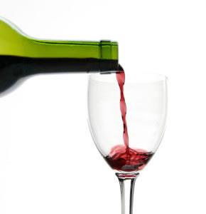Entre los alimentos, contamos infinidad de bebidas, como jugos vinos y licores, mismos que varían en la cantidad de nutrimentos que poseen.