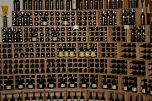 Inventario de cava repleta de vinos