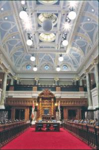 Las cámaras, (de diputados, senadores, lores, comunes y demás), es donde reside el poder legislativo de la mayoría de los gobiernos.