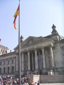 La pluralidad de partidos políticos, es típica de las democracias, en la foto el Reichstag o parlamento alemán.