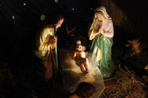 """Algunas religiones promueven a la familia como pilar fundamental de la sociedad y los valores familiares, teniendo a la familia como un símbolo de importancia, (en la foto la """"sagrada familia"""" de los católicos)."""