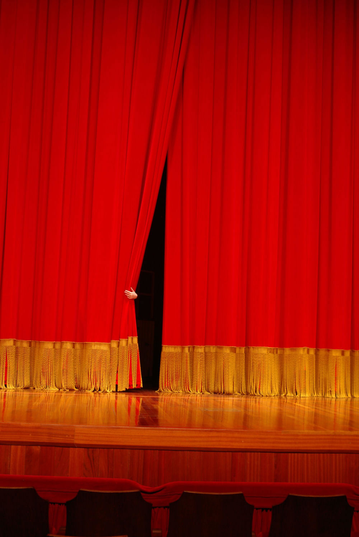 El telón es parte del escenario en el cual realizan sus actos los ... Williamshakespeare
