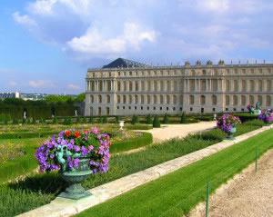 El palacio de Versalles es un símbolo de la monarquía absoluta que gobernó Europa.