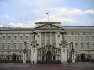 La monarquía inglesa, es un ejemplo de gobierno monárquico actual, en la foto el palacio de Buckingham