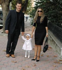 La familia nuclear, es la que predomina actualmente en sociedades principalmente urbanas.