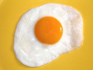 Huevo estrellado fuente de proteína