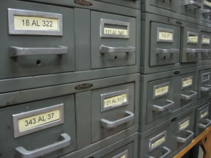 Archivero con muchos cajones