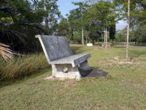 Banca de jardín de piedra
