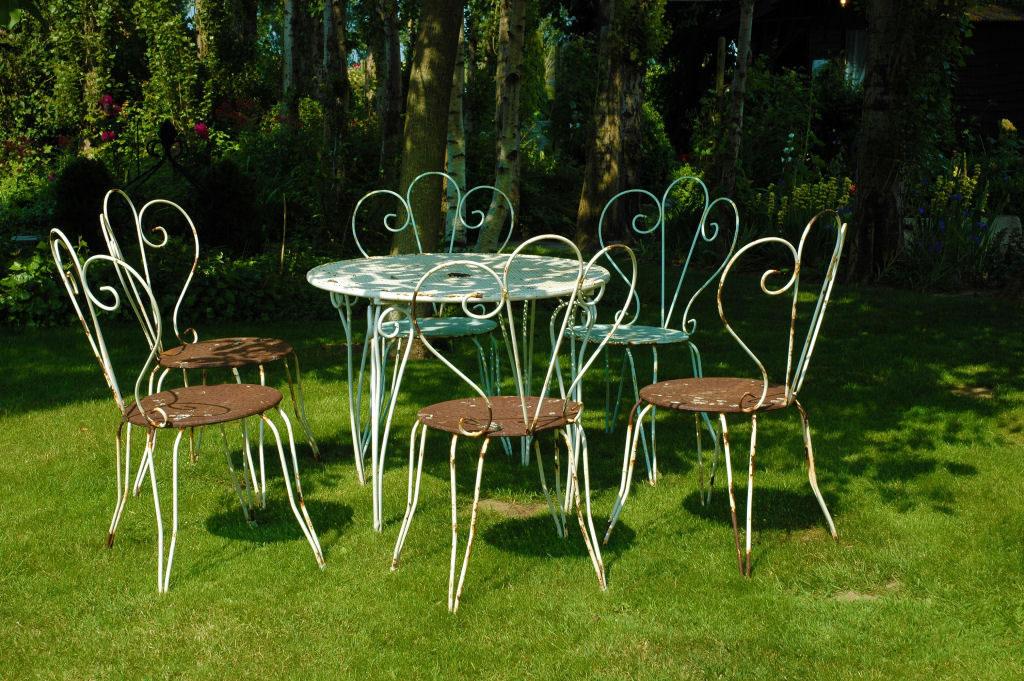 Tipos de muebles for Pedestales metalicos para mesas