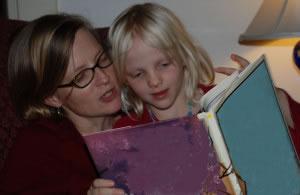 Mamá leyendo cuento