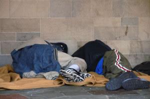 Indigentes durmiendo en calle