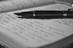 Cuaderno escrito con pluma fuente