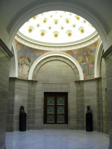 Las cúpulas son ejemplos de techos curvados.