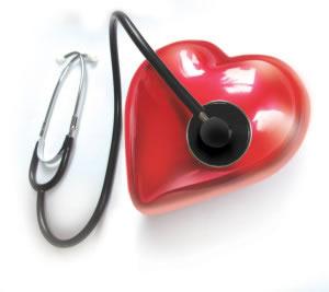 Corazón y estetoscopio