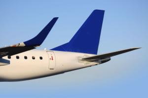 Cola azul de un avión jet