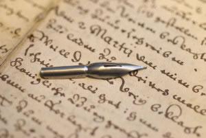 Carta con letra script.