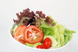 Plato con un tipo de ensalada