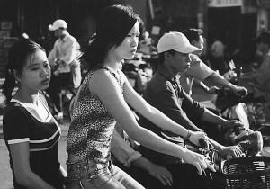 """Personas asistías de la """"raza"""" mongoloide o asiática. En la foto personas de Vietnam."""