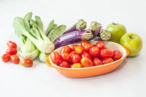 Vegetales y manzanas