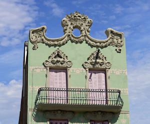 Fachada de casa con estilo barroco.