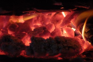 Carbón al rojo vivo.