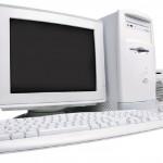 computdora con teclado y bocinas