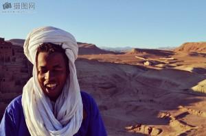 Persona nómada en el desierto.