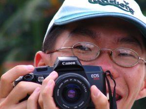 Fotógrafo turista japonés