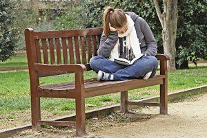 Estudiando en el parque