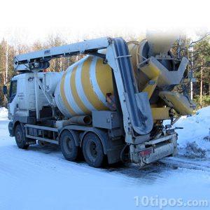 Camión de cemento, llamado tolva cementera