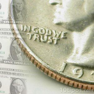 Moneda y billete de dólar americano, ejemplo de capital suscrito.