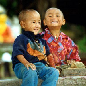 Niños sonrientes y felices