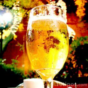 copa de cerveza clara