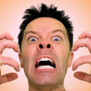 Persona mostrando su enojo