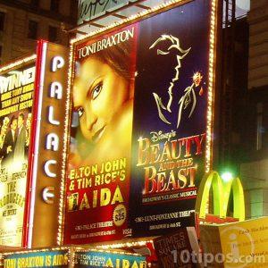 Anuncios de teatro en la calle
