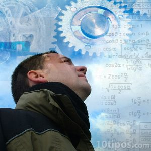 Hombre pensando y razonando