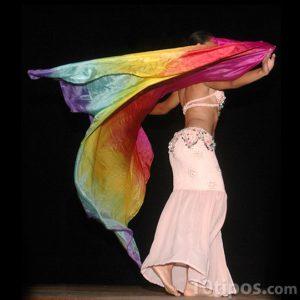 Mujer bailando la danza del vientre