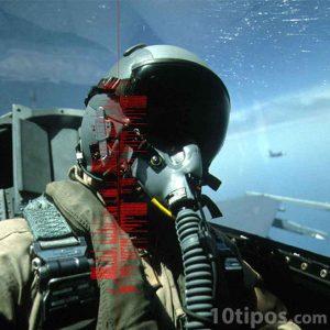 Piloto volando su avión tipo caza