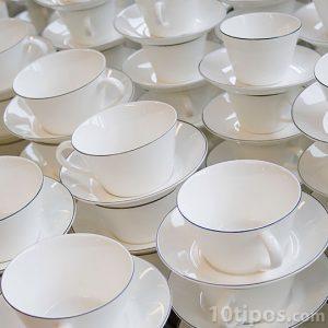 Tazas de café de color blanco